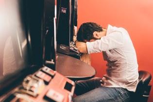 Wie können Angehörige Glücksspielsucht erkennen?